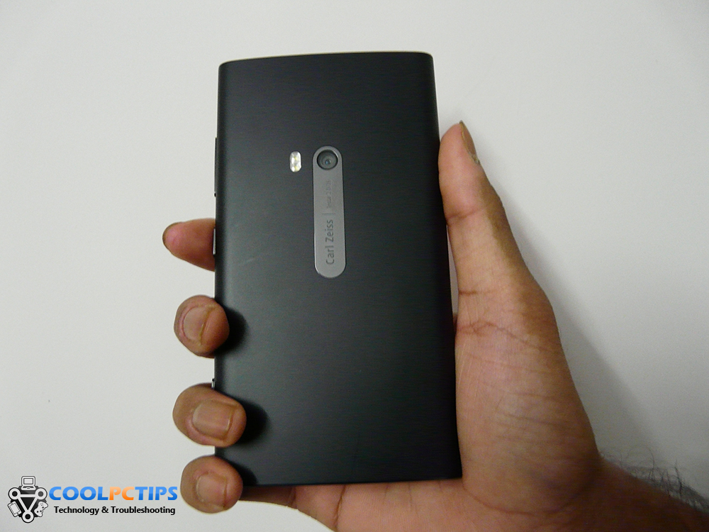 Nokia Lumia 920 Review - Design (2)