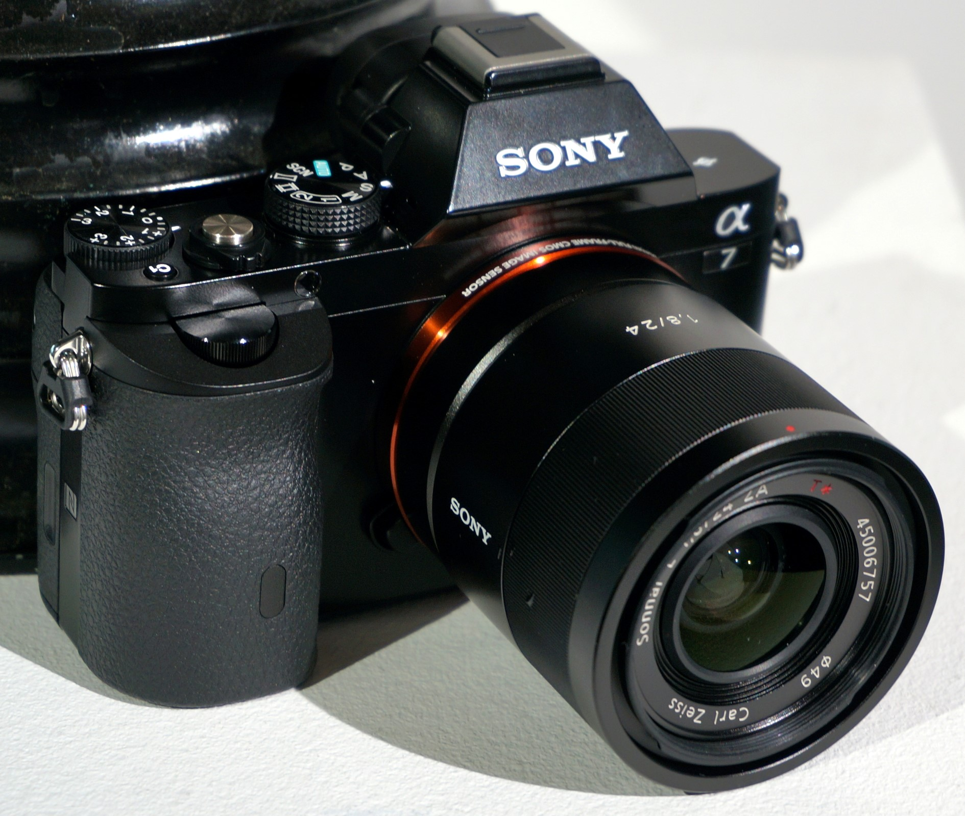 Sony CyberShot RX10, Alpha 7 and Alpha 7R Launched - Alpha 7