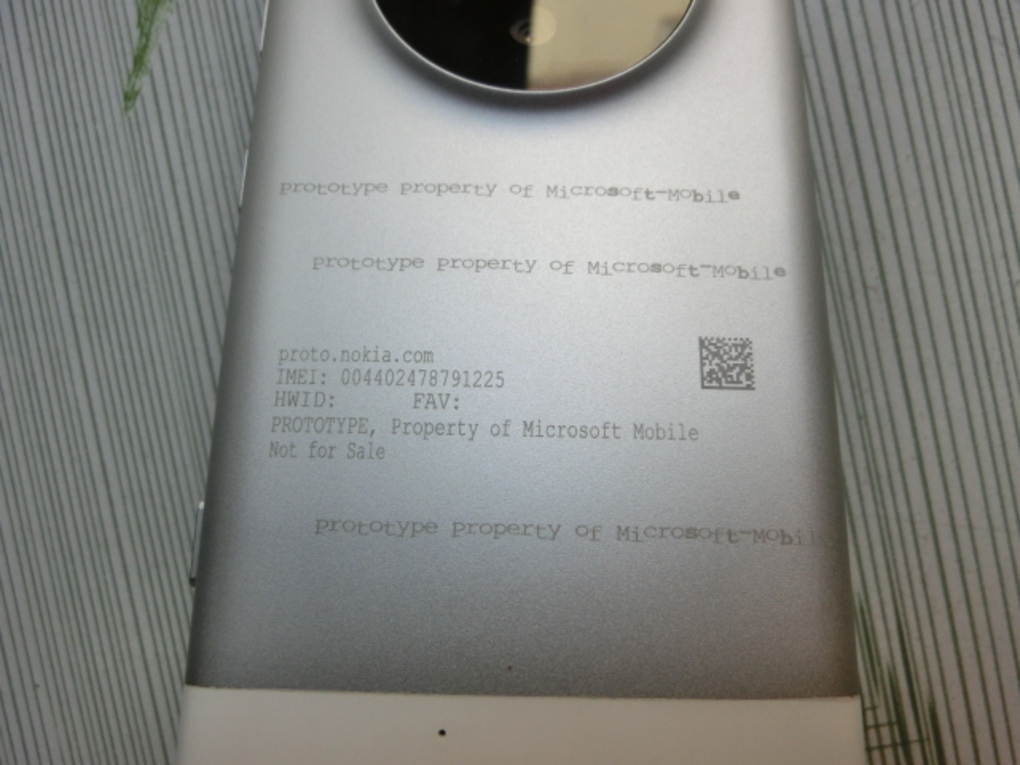 Next Lumia 1020 - Microsoft Lumia with Camera Bump Leaked 2